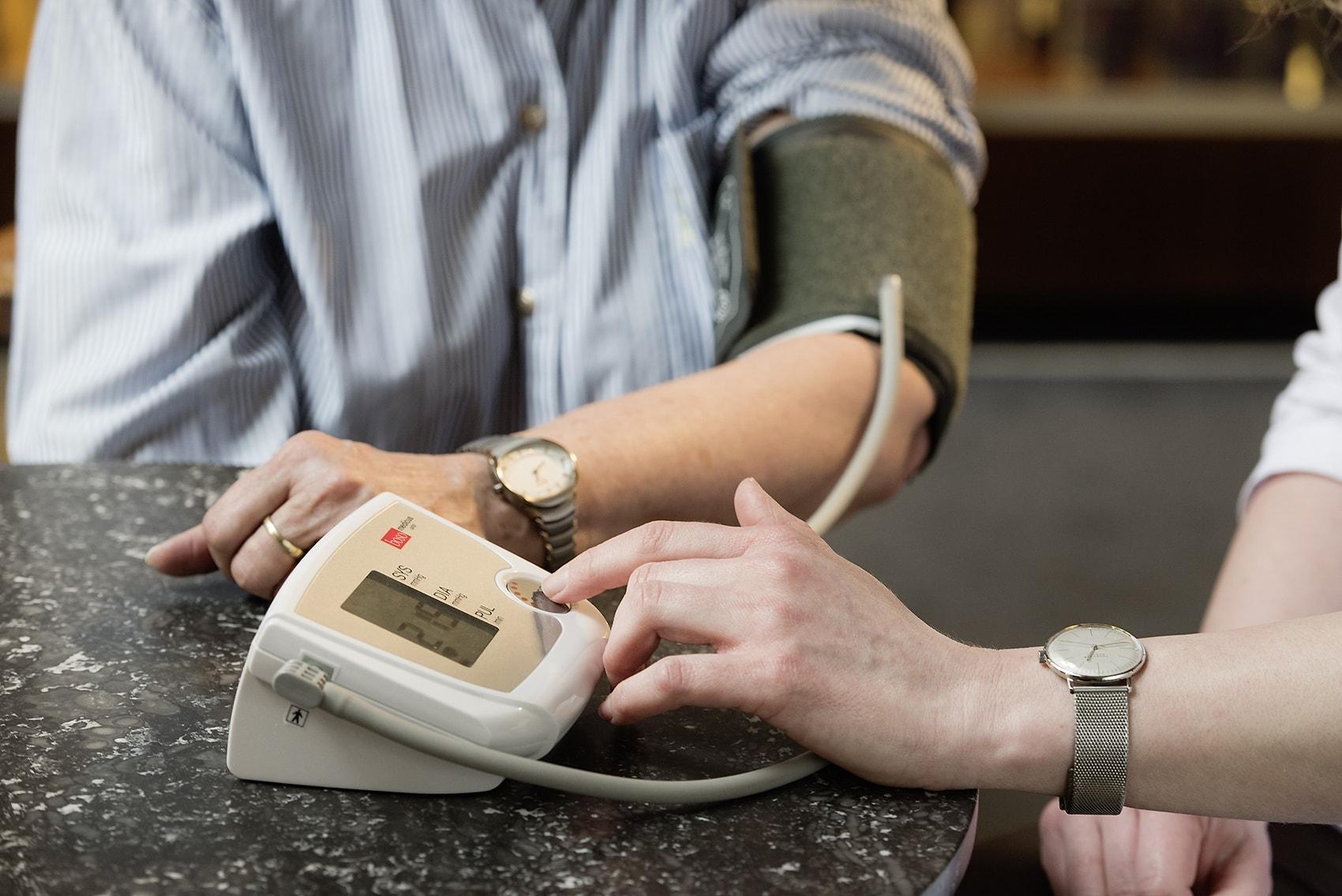 Blutdruckmessung, Blutzuckermessung, Ernährungsberatung - Apotheke zur heiligen Elisabeth